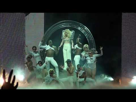"Lady Gaga ""Eh, Eh"" & ""Bad Romance"" (Live Encore) Detroit  ~ 1/12/10 [HQ]"