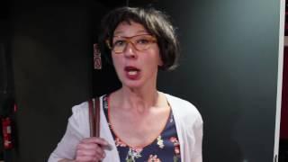 Acteurs Acbeth in de rol van bediende en arbeider.