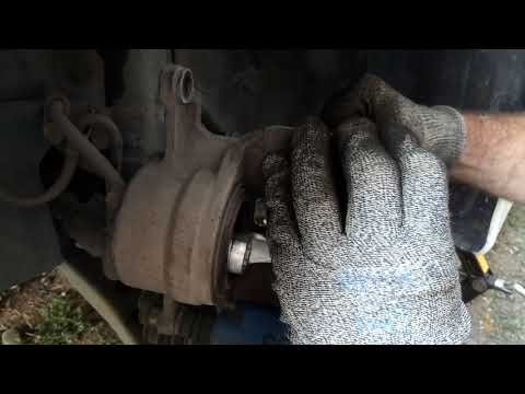 Замена тормозных колодок Toyota Ipsum