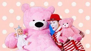 Compilation de vidéos drôles pour enfants. Les jouets et jeux avec le bébé Annabelle