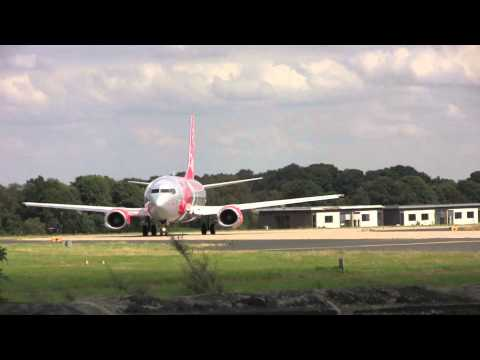 Aircraft Movements at Leeds Bradford International Airport, 13:00 - 17:00 on the 14th August, 2012
