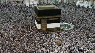 المسلمون يؤدون الطواف حول الكعبة قبل يومين من بدء موسم الحج