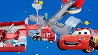 DISNEY CARS LIGHTNING MCQUEEN Toy Review with MACK TRUCK at JUMP & RACE FLO