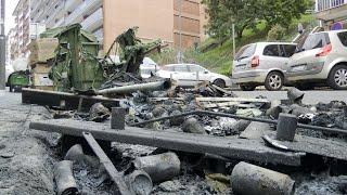 Quemados diez contenedores y dañados por el fuego nueve vehículos en San Sebastián