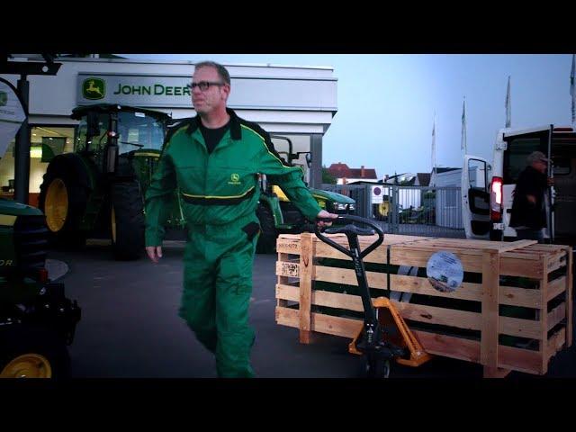 John Deere återförsäljarens logistikexpert – byte av halmhack
