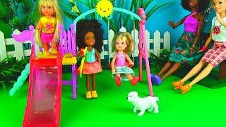 КУКЛЫ БАРБИ прогулка в парке. Играем в куклы