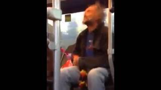 Behinderter Mann im Bus haha!