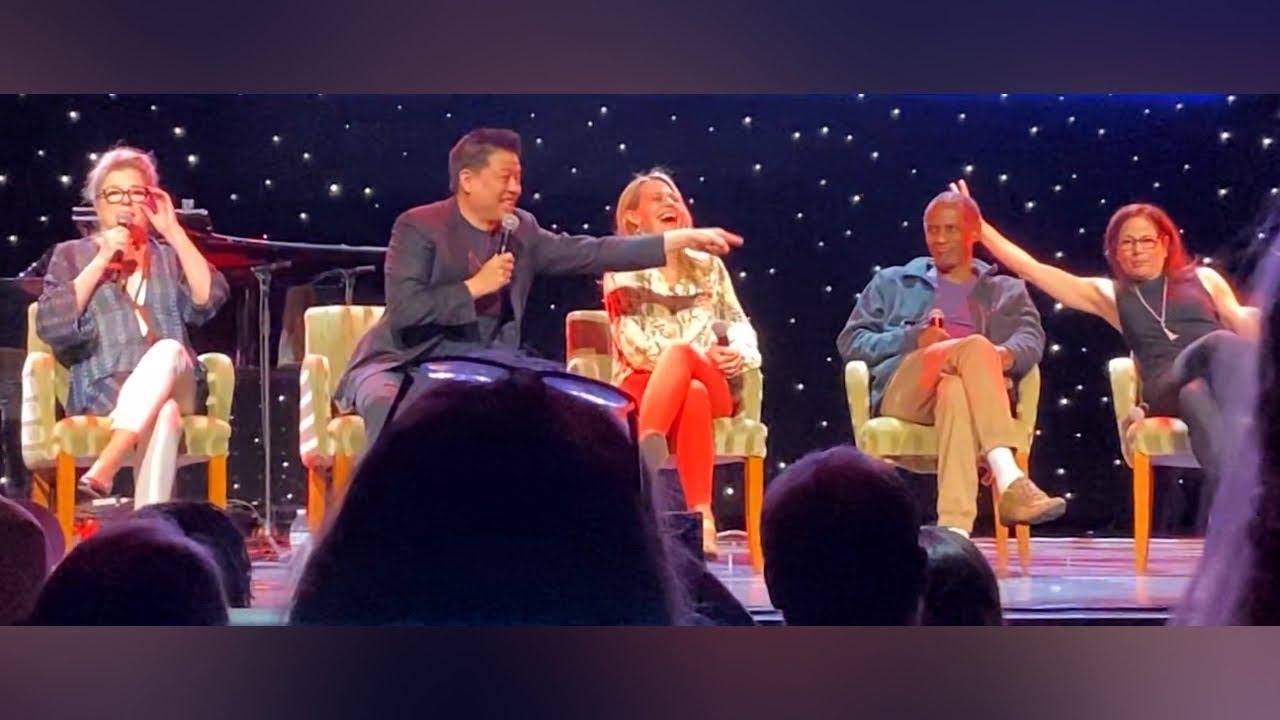 Download Star Trek: Voyager #1 - 25th Anniversary Reunion Panel