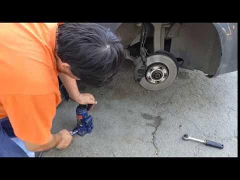 Замена передних тормозных колодок (накладок) audi a4 b6