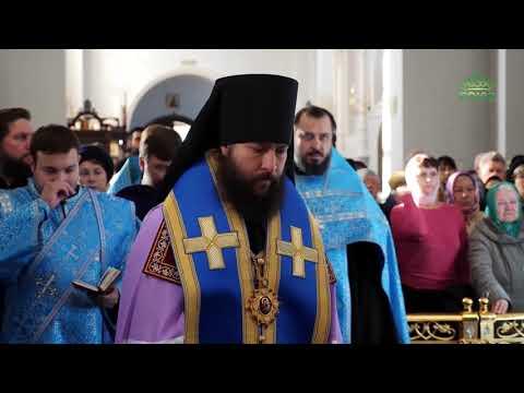 В Омск прибыла старинная икона Покрова Пресвятой Богородицы.