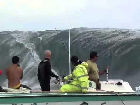 Surf Estremo A Tahiti Onde Alte Trenta Metri