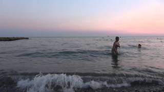 Шум моря курорта СОЧИ, пляж санатория Искра 20 августа 2015 года. Фильм №04.