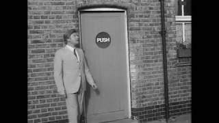 hài nước ngoài dặc sắc Benny Hill   Sign Instructions 1970