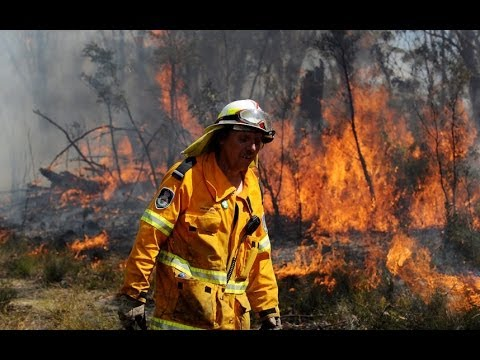 Battle to prevent 'mega-fire' in Australia