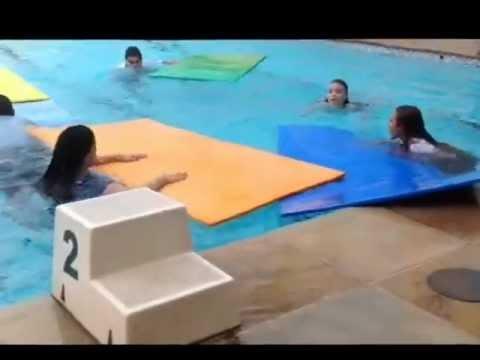 Cia de Teatro CSM na piscina