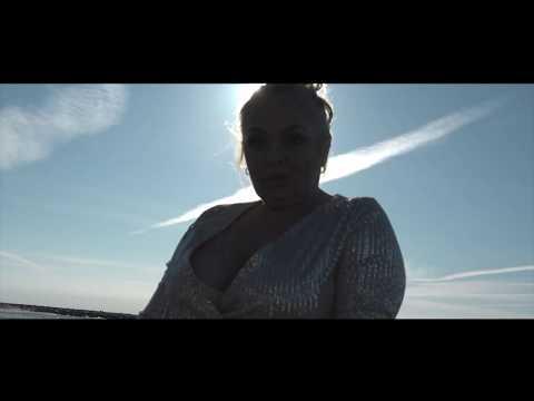 Смотреть клип Monika Banasiak & Julia Jaroszewska - Nigdy Się Nie Poddam