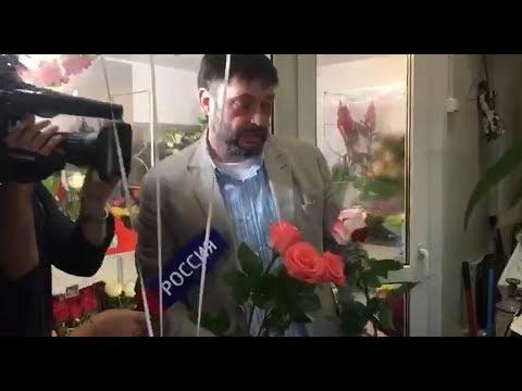 Кирилл Вышинский купил цветы маме, жене и Татьяне Москальковой