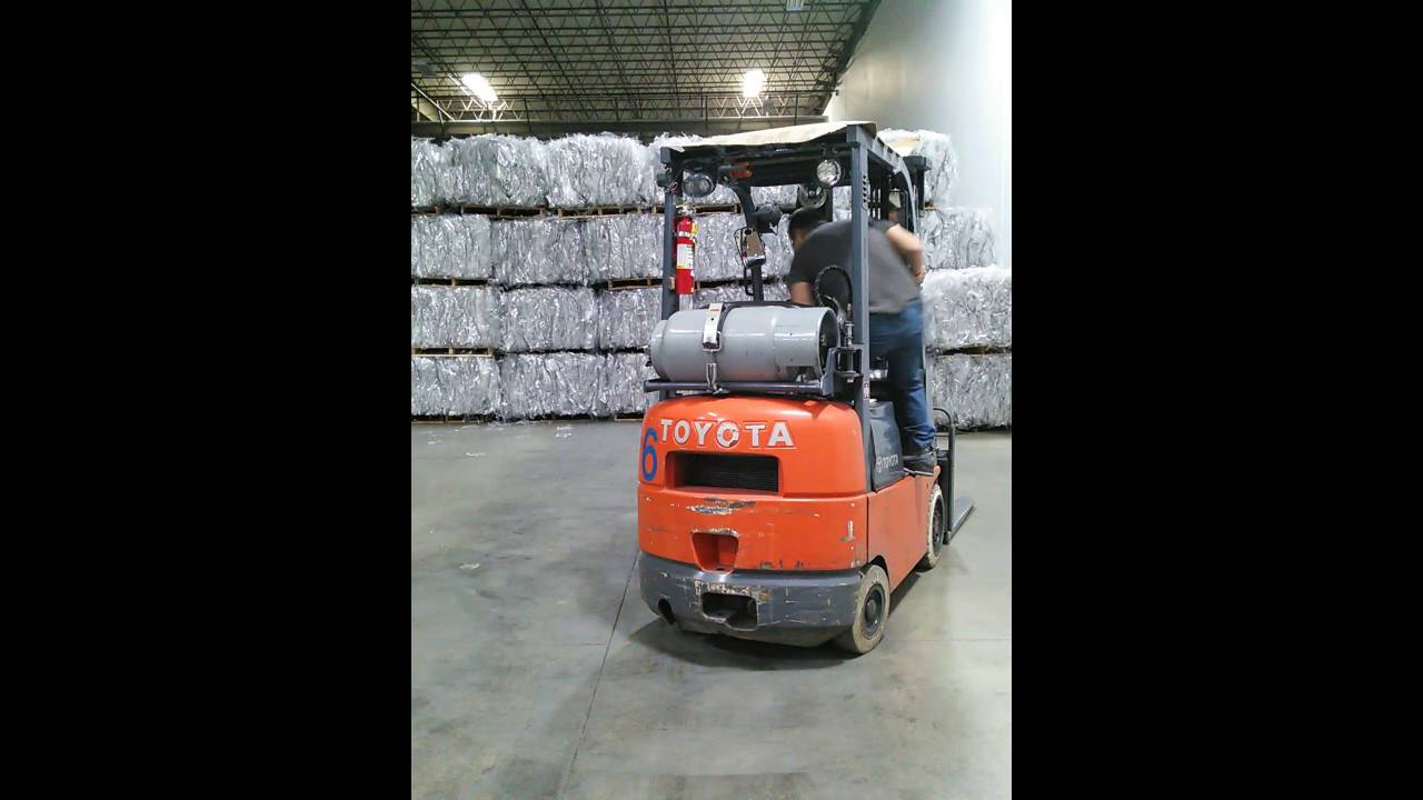 How to drive a forklift youtube how to drive a forklift xflitez Image collections