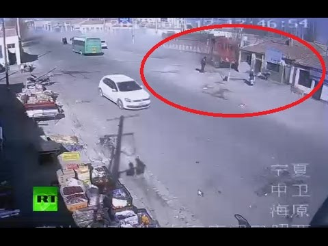 CCTV: Truck loses control & plows into roadside houses in China