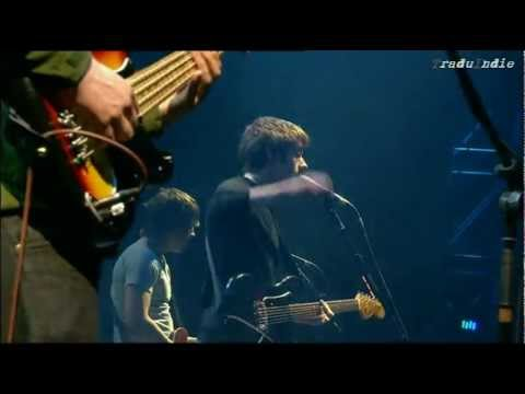 Arctic Monkeys - Old yellow bricks (inglés y español)