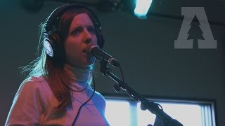 Смотреть клип Molly Burch - I Love You Still