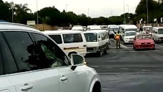 JMPD catches minibus taxi breaking the rules of the road - Sandton Chronicle