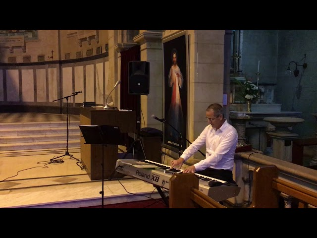 Piano Player - Kingsley Berry playing bridal march