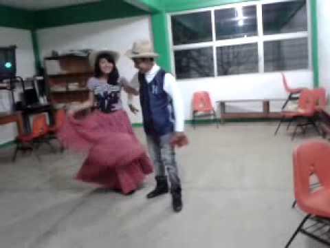 Yasho y su Chefina Pancrasia Bailando