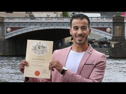 شاهد: أستراليا تمنح الجنسية للاعب كرة القدم البحريني اللاجئ حكيم العريبي…  - 10:53-2019 / 3 / 12