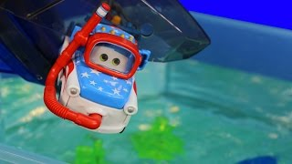Download Disney Pixar Cars Toons Mater Swims with Fish & Sharks Hexbug Auquabot 2.0 Lightning McQueen Mp3 and Videos