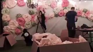 Оформление свадебного зала большими цветами.