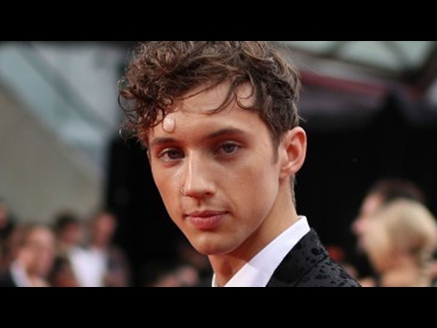 Cover Lagu 7 Things The World Should Know About Troye Sivan STAFABAND