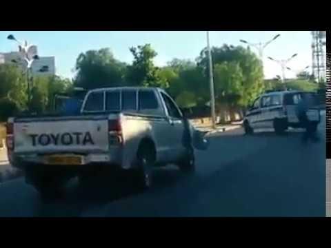 سيدي بلعباس الشرطة تطارد سارق سيارة من نوع Toyota Hilux مع لخرهربلهم ههه