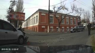 Видео с места аварии в Херсоне на ул.Рабочая/Краснознаменная. 28.02.15(, 2015-02-28T14:55:37.000Z)