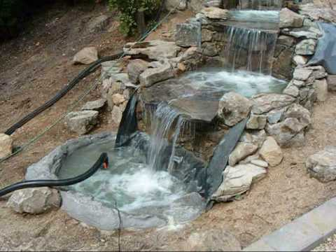 Construccion de una cascada fuente waterfall youtube for Fuentes estanques para jardin