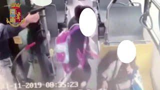 Milano, spara sul bus con la pistola a salve: paura fra i passeggeri