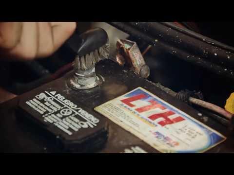 Como limpiar las terminales de la bateria en un automovil - Lohago.com (Lohago)