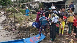 Người dân Cà Mau dắt díu nhau đi tránh bão số 16 - TEMBIN