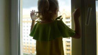 Пятилетняя девочка выпала из окна 8-го этажа и разбилась насмерть