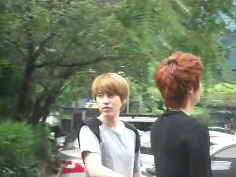 [fancam] 110815 Kyuhyun with Jungmo before Immortal Song 2 recording