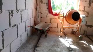 видео Цементно-песчаная стяжка пола