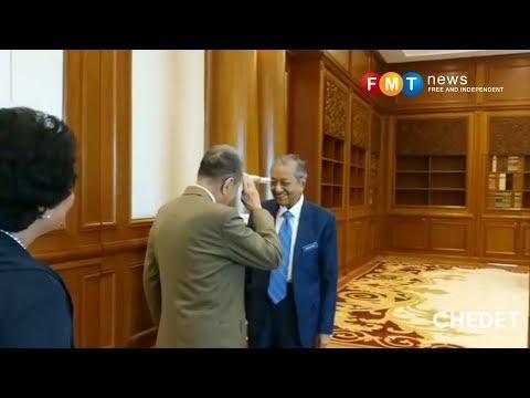 'Sugar King' Kuok salutes Dr M