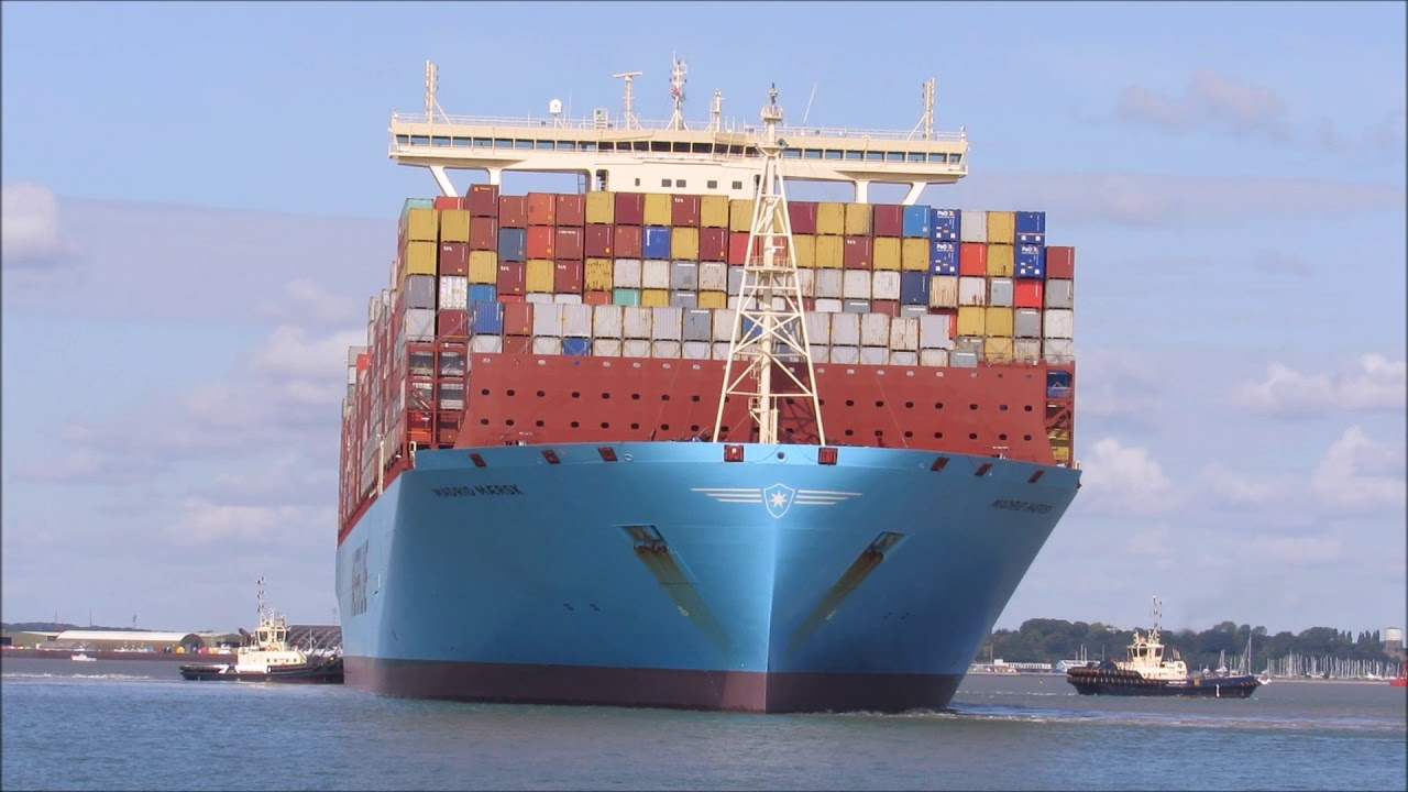 2nd largest container ship Madrid Maersk arrives to Felixstowe  20th August  2017