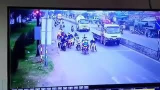 Camera quay lại cảnh tai nạn liên hoàn tại Bến Lức - Long An