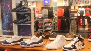 My First Ever Mall Vlog! Footlocker And Champs Sports And Journeys Etc.