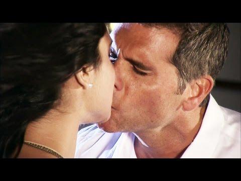 Cosita Linda - Después de una tierna confesión Diego le roba un beso a Ana - Escena del día