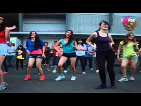 BEXXFRIEND - Flashmob Lihat Aku at GBK