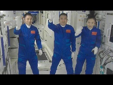 فيديو: الرواد الصينيون يصلون إلى المحطة الفضائية لأطول مهمة مأهولة…  - نشر قبل 21 ساعة
