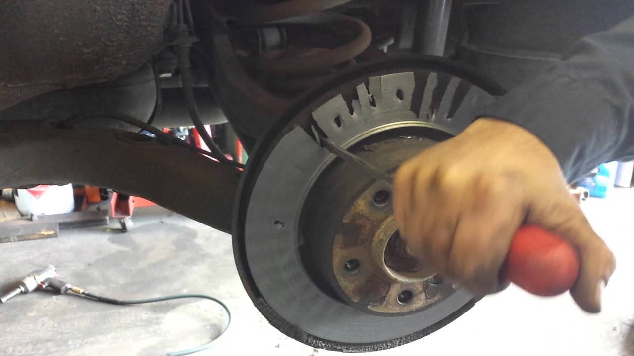 How to remove the brake disc 11