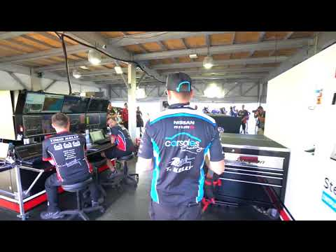 The team surprises Todd Kelly - Nissan Motorsport